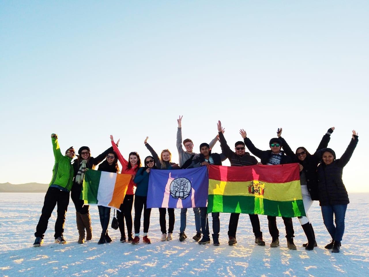 Studenter med flaggor